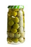 Aceitunas verdes en el tarro de cristal imágenes de archivo libres de regalías