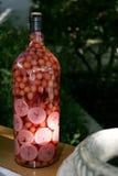 Aceitunas y fruta en una botella Fotografía de archivo