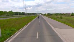 Aceleración de la rueda del motocrós uno del Superbike almacen de metraje de vídeo