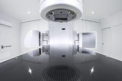 Acelerador linear médico avanzado en la oncología terapéutica Foto de archivo libre de regalías