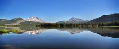Acende a reflexão do lago Foto de Stock
