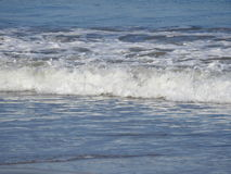 Acene a quebra na costa da praia Fotografia de Stock