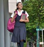 Acera católica de Girl Walking On del estudiante fotos de archivo libres de regalías
