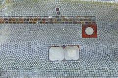 Acera con las bocas de la alcantarilla Imagen de archivo libre de regalías