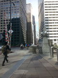 Acera de Chicago mergeing fuera de la estación de tren Foto de archivo