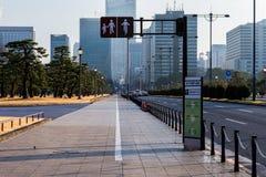 Acera de Tipical en Tokio Foto de archivo