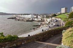 Acera a lo largo de la costa del acceso en Plymouth Foto de archivo libre de regalías