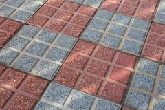 Aceras del ladrillo gris y rojo Textura de mosaico del fondo imagenes de archivo
