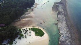 Acercamento de uma ilha em Tailândia vídeos de arquivo