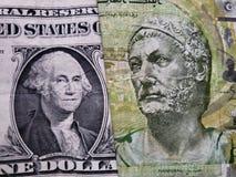 acercamiento al billete de banco americano de un dólar y al billete de banco tunecino de cinco dinares