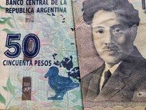 acercamiento al billete de banco de Argentina de 50 Pesos y al billete de banco japonés de 1000 yenes fotos de archivo libres de regalías