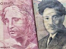 acercamiento al billete de banco brasileño de cinco reais y al billete de banco japonés de 1000 yenes imagen de archivo libre de regalías
