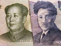 acercamiento al billete de banco chino de un yuan y al billete de banco japonés de 1000 yenes imágenes de archivo libres de regalías