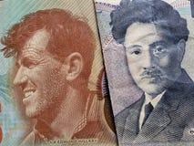 acercamiento al billete de banco de Nueva Zelanda de cinco dólares y al billete de banco japonés de 1000 yenes imagen de archivo libre de regalías