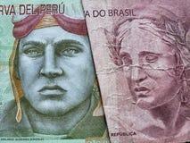 acercamiento al billete de banco peruano de diez lenguados y al billete de banco brasileño de diez reais