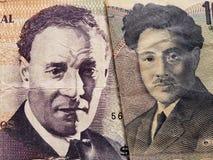 acercamiento al billete de banco uruguayo de 100 Pesos y al billete de banco japonés de 1000 yenes fotografía de archivo libre de regalías
