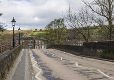 Acercamiento al puente de Pateley en North Yorkshire, Inglaterra, Reino Unido Fotos de archivo libres de regalías
