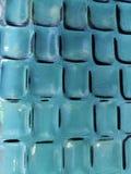acercamiento al vidrio en color azul con diseño geométrico, el fondo y la textura fotografía de archivo libre de regalías