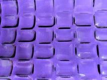 acercamiento al vidrio en color púrpura con diseño geométrico, el fondo y la textura fotografía de archivo