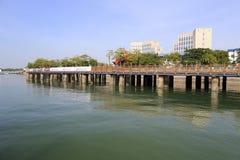 Acercamiento del puente del embarcadero del yate imágenes de archivo libres de regalías