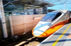 Acercamiento del tren de alta velocidad foto de archivo libre de regalías