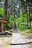 Acercamiento a la capilla de Dewa en el Mt Haguro, Yamagata, Japón imágenes de archivo libres de regalías