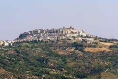 Acerenza (Basilicata, Italië) bij de zomer stock foto's