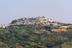 Acerenza (Basilicata, Italia) en el verano Fotos de archivo