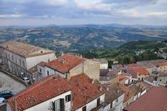 Acerenza, Basilikata, Italien Die traditionelle Architektur des alten Stadtweißen Hauses Stockbild