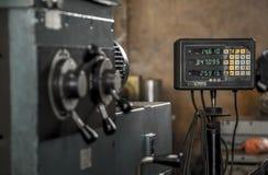 Acero de herramienta del trabajo de la máquina del torno de la industria foto de archivo