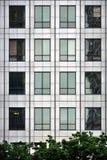 Acero y vidrio - fachada moderna de la ventana Imagen de archivo