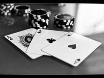 aces покер 2 карточек предпосылки черный Стоковое Фото