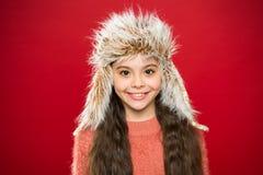 Acessório peludo macio Pontas para importar-se com vestuários da pele Chapéu macio do cabelo longo da criança para apreciar o sof fotos de stock royalty free
