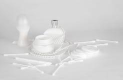 Acessórios brancos da composição em um fundo branco Imagem de Stock Royalty Free