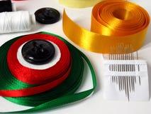 Acessórios da costura para o bordado Imagens de Stock