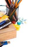 Acessórios da escola e placa de xadrez Fotos de Stock