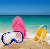 Acessórios da praia na areia Fotografia de Stock