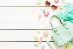 Acessórios de forma pasteis para meninas no branco Imagem de Stock Royalty Free