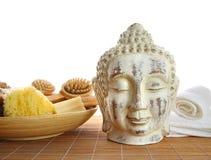 Acessórios do banho com estátua de buddha Foto de Stock Royalty Free