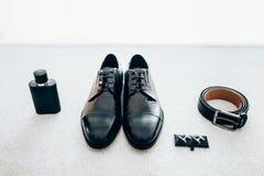 Acessórios do cavalheiro Grupo à moda do ` s do noivo Fotos de Stock Royalty Free
