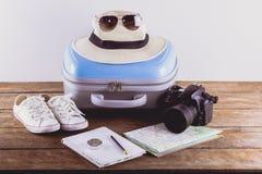 Acessórios do curso para a viagem do curso passports imagem de stock