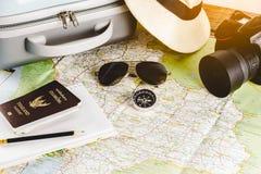 Acessórios do curso para a viagem do curso passports foto de stock royalty free