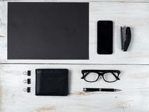 Acessórios e portátil masculinos modernos no branco Fotos de Stock Royalty Free