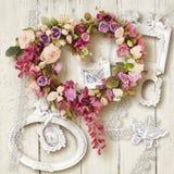 Acessórios e presente bonitos para o dia do casamento ou do ` s do Valentim Fotos de Stock