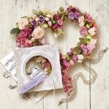 Acessórios e presente bonitos para o dia do casamento ou do ` s do Valentim fotografia de stock