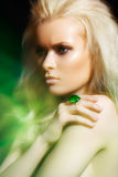 Acessórios, jóia. Modelo da beleza da forma do encanto Imagem de Stock Royalty Free