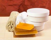 Acessórios para o cuidado do corpo, termas do toalete Fotos de Stock Royalty Free