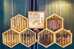 Acessórios tribais na exposição em Camden Town Fotos de Stock
