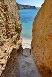 Acesso da praia de Tsigrado Milos Ilhas de Cyclades Greece Fotografia de Stock