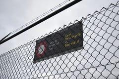 Acesso negado Muro barrera immigrant foto de stock